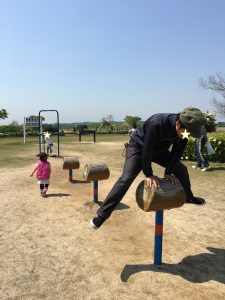 馬跳び遊具とお父さん