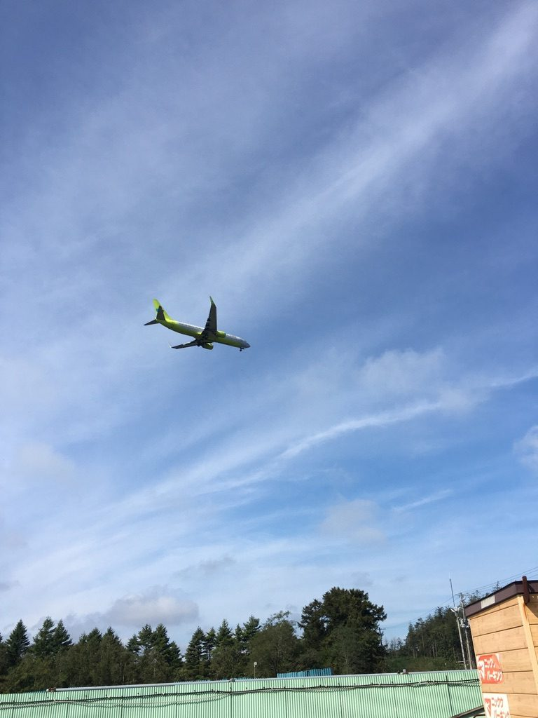 飛びまくる飛行機
