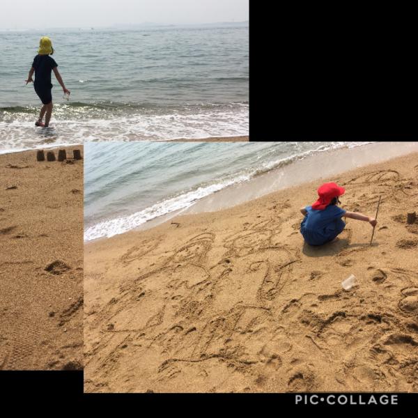 渋川海岸で遊ぶ子どもたち