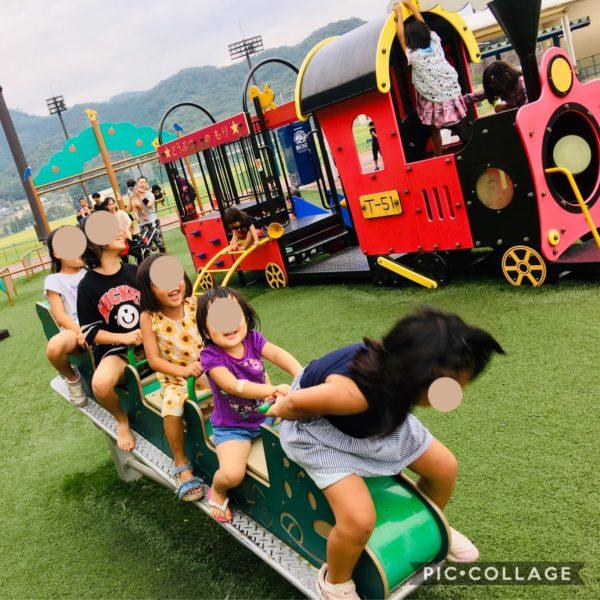 矢掛公園で遊ぶ子ども